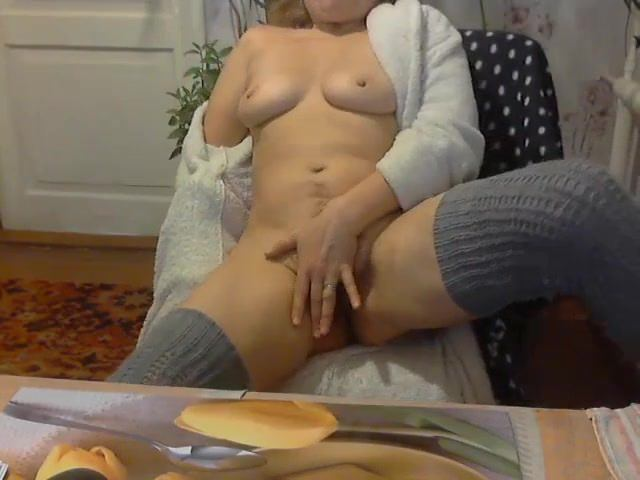 мужчина мастурбация в пеньюаре видео участники