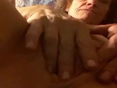 nasty white bitch fingers ass and old pussy
