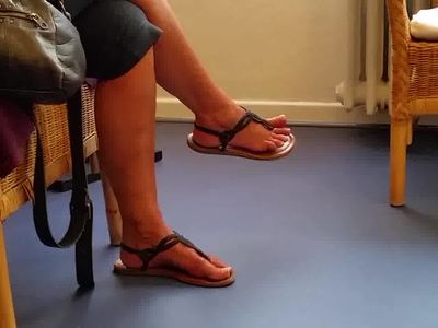 mature feet play with flats