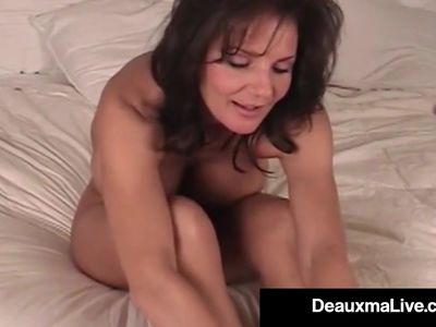 Mature Milf Deauxma Shows Off Toes Feet &amp, Soles In Bed Nude!
