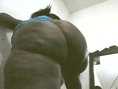 Thick sexy big booty black cougar ghetto milf shaking ass!