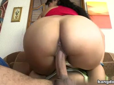 Sexy Latina gets it on!!