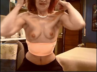 Strong Danish MILF flexes on cam