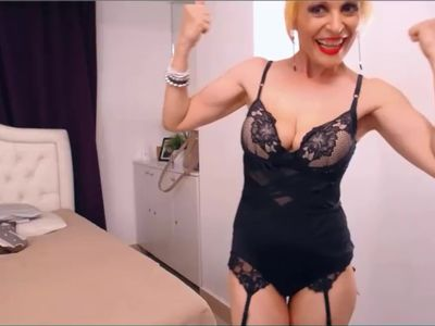 Wacky MILF flexes her nice little biceps on cam