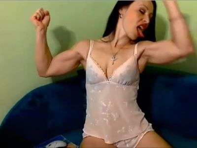MILF with really big biceps flexes on cam