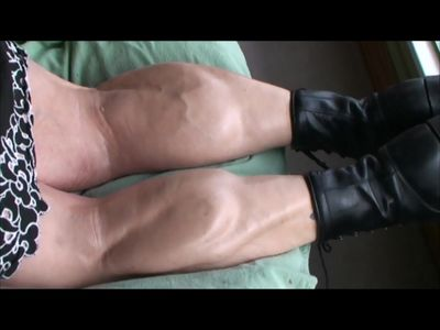 Catlina flexes her big veiny calves for Mongo Big Calves