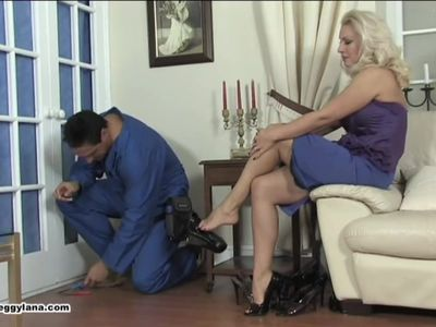 Handyman gets a footjob from housewife Lana Cox