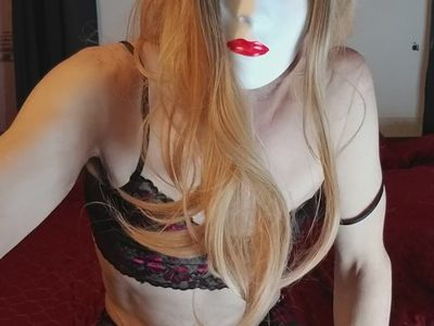 ManPussy crossdresser playing on bed
