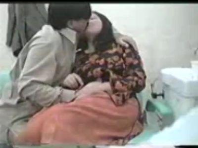Pakistani Aunty Sucking Doctor Cock Pakistani Aurat NE DOCTOR KA LUND MAST