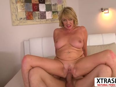 Sexy Milf Amy Gives Blowjob Hard Tender Friend