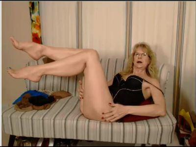 GILF with phenomenal legs and feet talks about her legs
