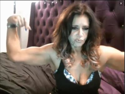 Muscular MILF flexes her surprisingly big biceps