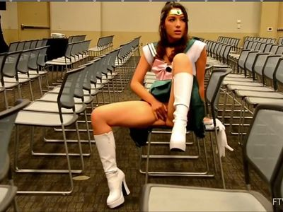 Sailor jupiter plays with herself