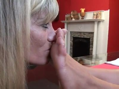 Mature worship young mistress feet