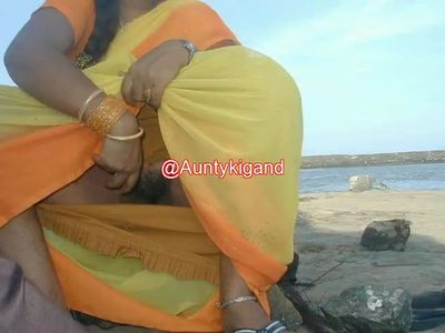 Aunty Showing her pussy and gand in red slcks.mp4