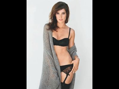 Cobie Smulders Jerk Off to the Beat Challenge (with sex sounds)