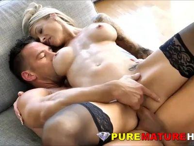 Stunning Milf Has Her Inviting Ass Cock Stuffed