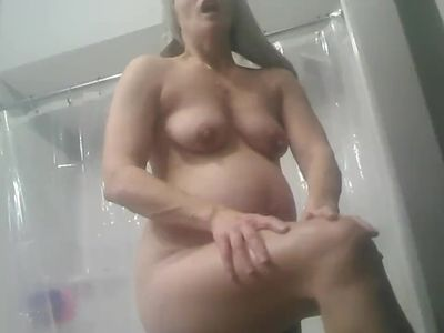 Caught pregnant wife nude after shower rubbing on lotion