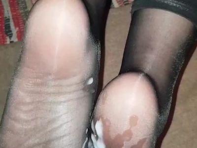 Big cum on mature nylon soles