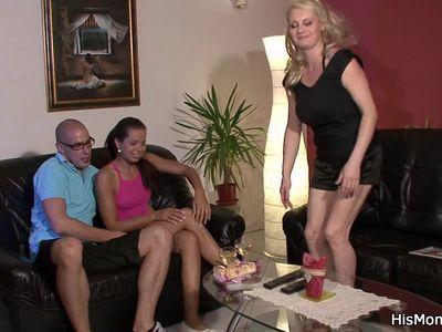 His Czech GF fucks big tits blonde mom