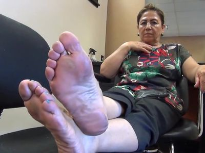 mature 60 yo hair stylist soles