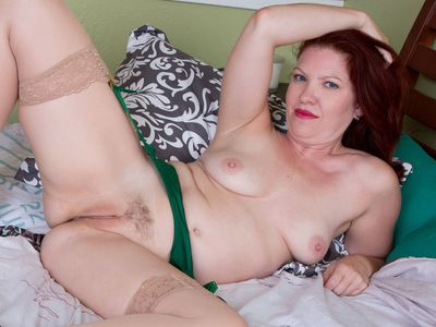 American milf Kimberlee gets naughty in lingerie