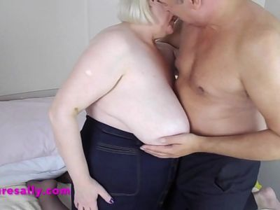 Sallys boyfriend gets her tits out