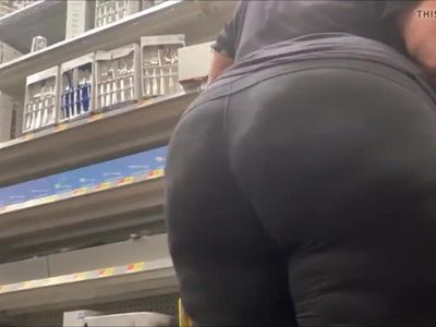BIG BOOTY GILF BLACK MATURE IN SPANDEX CANDID
