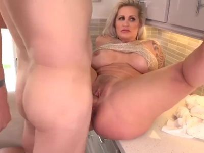 BIG HOLE TO FILL! milf gets her pussy hit