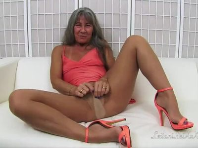 Pantyhose Worship 4 - Masturbation