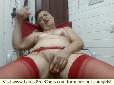 Mature Mom Masturbating On Cam