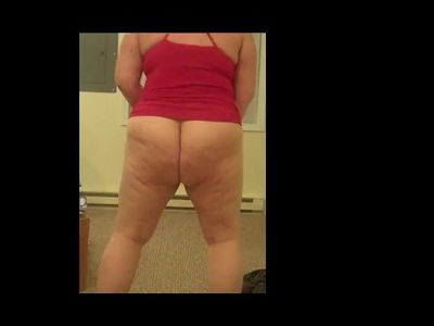 Twerking while trying on clothes