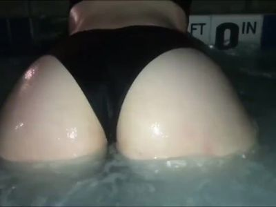 Girlfriends PAWG friend twerks her ass for me in the pool