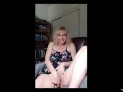 Solo orgasm of Texan mom Rita