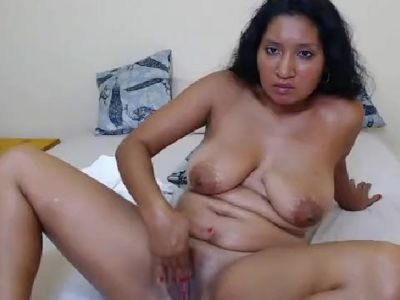 mature colombian woman fingers wet pussy