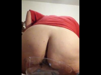 Big Ass Mature MILF Piss In A Bowl on My Bed