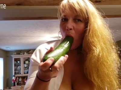 Mature Daizy Layne Shoves Huge Cucumber in her Pussy and Squirts all Over