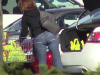 candid - MILF with juicy ass in tight jeans