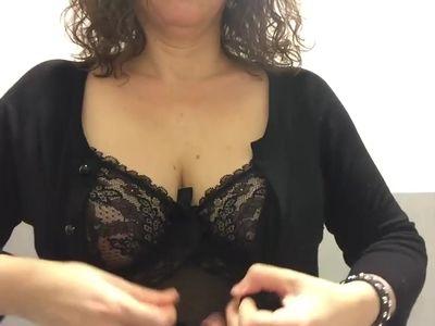 Mamma italiana troia tettona scopata dildo in bagno